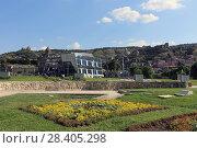 Купить «Парк Рике и нижняя станция канатной дороги. Город Тбилиси, Грузия», эксклюзивное фото № 28405298, снято 12 июля 2017 г. (c) Алексей Гусев / Фотобанк Лори