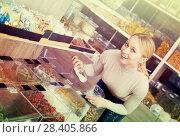 Купить «Blond woman choosing cereals», фото № 28405866, снято 19 апреля 2019 г. (c) Яков Филимонов / Фотобанк Лори