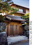 Купить «Modern Japanese private residential house with the front gate built in a traditional style. Uji, Kyoto prefecture, Japan.», фото № 28407942, снято 21 ноября 2017 г. (c) age Fotostock / Фотобанк Лори