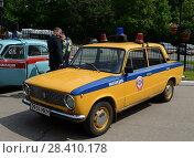 Купить «Старый советский автомобиль ВАЗ 2101 в версии милицейской машины», фото № 28410178, снято 27 мая 2016 г. (c) Free Wind / Фотобанк Лори