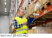Купить «warehouse worker with clipboard and plastic box», фото № 28410462, снято 9 декабря 2015 г. (c) Syda Productions / Фотобанк Лори