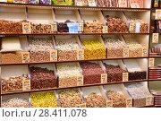 Купить «Орехи и сухофрукты на полках в магазине», эксклюзивное фото № 28411078, снято 11 мая 2018 г. (c) Юрий Морозов / Фотобанк Лори