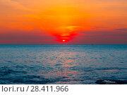 Купить «Colorful sunrise over ocean», фото № 28411966, снято 27 апреля 2018 г. (c) Виталий Поздеев / Фотобанк Лори