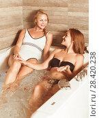 Купить «Young women are talking while enjoying aromatherapy», фото № 28420238, снято 18 июля 2017 г. (c) Яков Филимонов / Фотобанк Лори