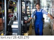 Portrait of sellerman in uniform on his workplace. Стоковое фото, фотограф Яков Филимонов / Фотобанк Лори