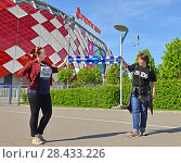 Купить «Cute Fans of Football Club Sibir Novosibirsk on background of Otkrytie Arena (or Spartak Stadium). It is one of 12 stadiums in Russia selected to host 2018 World Cup», фото № 28433226, снято 12 мая 2018 г. (c) Валерия Попова / Фотобанк Лори