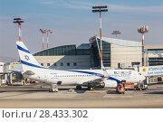 Купить «Самолет израильской авиакомпании «Эль Аль» Boeing 737-800 на летном поле аэропорта имени Бен-Гуриона, Израиль», фото № 28433302, снято 24 октября 2017 г. (c) Наталья Волкова / Фотобанк Лори