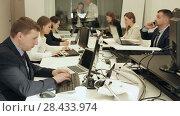 Купить «Group of successful business people during daily work in modern co-working space», видеоролик № 28433974, снято 25 апреля 2018 г. (c) Яков Филимонов / Фотобанк Лори