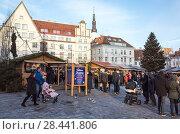 Купить «Christmas market on Raekoja plats. Tallinn», фото № 28441806, снято 31 декабря 2017 г. (c) EugeneSergeev / Фотобанк Лори