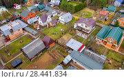 Купить «Дачный поселок с высоты», фото № 28441834, снято 30 апреля 2018 г. (c) Pukhov K / Фотобанк Лори