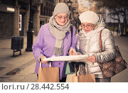 Купить «Mature ladies travellers with map», фото № 28442554, снято 26 ноября 2017 г. (c) Яков Филимонов / Фотобанк Лори