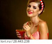 Купить «Retro woman with music vinyl record. Pin up girl drink martini cocktail.», фото № 28443238, снято 18 июля 2018 г. (c) Gennadiy Poznyakov / Фотобанк Лори