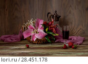 Bouquet of lilies, wine and strawberries close-up. Стоковое фото, фотограф Татьяна Ляпи / Фотобанк Лори