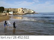 Купить «SCUBA divers at San Carlos Beach, waterfront hotels in the distance, Monterey, California, United States. RM.», фото № 28452022, снято 14 января 2018 г. (c) age Fotostock / Фотобанк Лори
