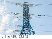 Купить «Мачта линии электропередач (ЛЭП). Фрагмент», фото № 28453842, снято 13 мая 2018 г. (c) Алёшина Оксана / Фотобанк Лори