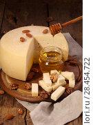 Купить «Российский сыр с медом на деревянном столе», фото № 28454722, снято 19 мая 2018 г. (c) Марина Володько / Фотобанк Лори