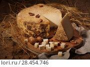 Купить «Сыр губернаторский с плесенью», фото № 28454746, снято 19 мая 2018 г. (c) Марина Володько / Фотобанк Лори