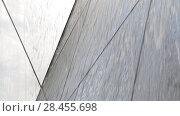 Купить «Струи воды стекают по соединенным зеркальным поверхностям под различными углами. Эффект объема изображения», видеоролик № 28455698, снято 21 мая 2018 г. (c) Круглов Олег / Фотобанк Лори