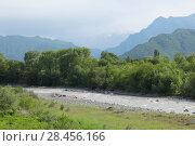 Купить «Вид на реку Терек на фоне Кавказских гор и зеленой рощи. Весенний пейзаж», фото № 28456166, снято 17 мая 2018 г. (c) Ирина Водяник / Фотобанк Лори