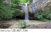 Купить «Природа Крыма. Водопад в лесу», видеоролик № 28467734, снято 29 мая 2017 г. (c) Яна Королёва / Фотобанк Лори