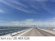 Купить «Автомобильный Крымский мост на косе Тузла. Май 2018 года», фото № 28469026, снято 19 мая 2018 г. (c) Наталья Гармашева / Фотобанк Лори