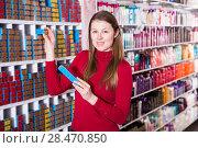 Купить «Positive woman is choosing new hair dye», фото № 28470850, снято 22 марта 2018 г. (c) Яков Филимонов / Фотобанк Лори