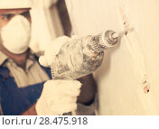 Купить «Worker renovating with drill in gloves and mask», фото № 28475918, снято 18 мая 2017 г. (c) Яков Филимонов / Фотобанк Лори
