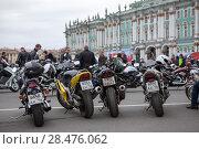 Купить «Мотоциклы, припаркованные на Дворцовой площади во время открытия городского мотосезона. Санкт-Петербург», фото № 28476062, снято 5 мая 2018 г. (c) Кекяляйнен Андрей / Фотобанк Лори