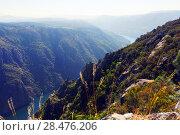 Купить «river with steep rocky banks», фото № 28476206, снято 21 августа 2018 г. (c) Яков Филимонов / Фотобанк Лори