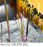 Close-up of incense sticks burning at temple, Krong Siem Reap, Siem Reap, Cambodia. Стоковое фото, фотограф Keith Levit / Ingram Publishing / Фотобанк Лори