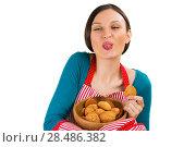 Купить «Young pretty woman holdin tasty fresh oatmeal cookies», фото № 28486382, снято 17 ноября 2012 г. (c) Ingram Publishing / Фотобанк Лори