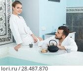 Купить «Couple drinking tea in spa center», фото № 28487870, снято 24 апреля 2018 г. (c) Яков Филимонов / Фотобанк Лори