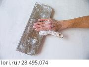 Купить «Plastering man hand with plaste and plaster spatula trowel in wall», фото № 28495074, снято 12 февраля 2013 г. (c) Ingram Publishing / Фотобанк Лори