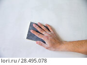 Plastering man hand sanding the plaster in white wall. Стоковое фото, фотограф Tono Balaguer / Ingram Publishing / Фотобанк Лори