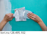 Plastering man hands with plaste on drywall plasterboard hydrophobic construction. Стоковое фото, фотограф Tono Balaguer / Ingram Publishing / Фотобанк Лори