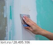 Купить «Drywall hydrophobic plasterboard in green plastering seam with trowel», фото № 28495106, снято 10 марта 2013 г. (c) Ingram Publishing / Фотобанк Лори