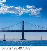 San Francisco Bay bridge sailboat from Pier 7 in California USA (2013 год). Стоковое фото, фотограф Tono Balaguer / Ingram Publishing / Фотобанк Лори