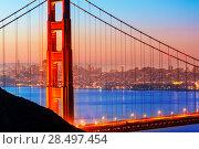 San Francisco Golden Gate Bridge sunrise view through cables in California USA (2013 год). Стоковое фото, фотограф Tono Balaguer / Ingram Publishing / Фотобанк Лори