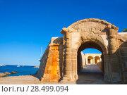 Tabarca Puerta de San Miguel de Tierra fort door arc in Alicante Spain (2008 год). Стоковое фото, фотограф Tono Balaguer / Ingram Publishing / Фотобанк Лори