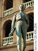 Купить «Plaza de toros de Valencia bullring with toreador statue of Manolo Montoliu», фото № 28499254, снято 28 августа 2008 г. (c) Ingram Publishing / Фотобанк Лори