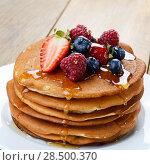Купить «White plate full of pancakes with strawberries raspberries blueberries and honey», фото № 28500370, снято 16 августа 2013 г. (c) Ingram Publishing / Фотобанк Лори