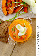 Купить «Homemade Thanksgiving Pumpkin Soup in glass Bowl. Healthy eating concept.», фото № 28500754, снято 24 марта 2019 г. (c) Ingram Publishing / Фотобанк Лори