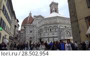 Купить «Вид на собор Санта-Мария-дель-Фьоре облачным днем. Флоренция, Италия», видеоролик № 28502954, снято 18 сентября 2017 г. (c) Виктор Карасев / Фотобанк Лори