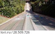 Купить «Семейный аттракцион Naga Racer - параллельные водные горки для спуска на ковриках. Аквапарк Сиам, Коста-Адехе, Тенерифе, Канары, Испания», видеоролик № 28509726, снято 9 марта 2018 г. (c) Кекяляйнен Андрей / Фотобанк Лори