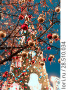 Купить «Decorations for New Year and holidays. Christmas balls on tree branches near to St. Basil's Cathedral on Red square in Moscow», фото № 28510034, снято 18 января 2019 г. (c) Mikhail Starodubov / Фотобанк Лори
