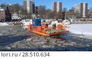 """Купить «Паром """"Фьори"""" на зимней реке Ауре. Турку, Финляндия», видеоролик № 28510634, снято 23 февраля 2018 г. (c) Виктор Карасев / Фотобанк Лори"""