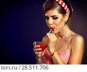Купить «Retro woman with music vinyl record. Pin up girl drink martini cocktail», фото № 28511706, снято 18 июля 2018 г. (c) Gennadiy Poznyakov / Фотобанк Лори