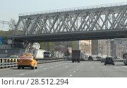 Купить «Москва, железнодорожный мост над Дмитровском шоссе», эксклюзивное фото № 28512294, снято 1 мая 2018 г. (c) Дмитрий Неумоин / Фотобанк Лори