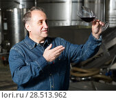 Купить «worker costs with wineglass», фото № 28513962, снято 12 октября 2016 г. (c) Яков Филимонов / Фотобанк Лори