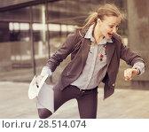 Portrait of busy female rushing to important meeting. Стоковое фото, фотограф Яков Филимонов / Фотобанк Лори